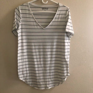 V-Neck MUDD white & black stripe short sleeve tee